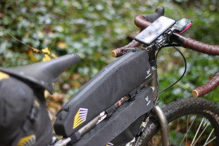 2020 apidura long top tube pack lifestyle.jpg