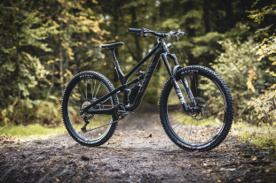 2021 canyon spectral cf 29 hero.jpg