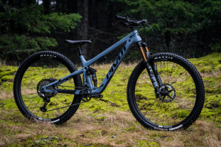 2021 pivot trail 429 hero 1.jpg