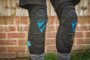 7 Protection 7iDP Sam Hill Knee pads-6.jpg
