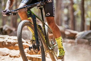 Cannondale-F-Si-Lefty-Ocho-Carbon_carbon-xc-race-hardtail-mountain-bike_single-sided-single-crown-100mm-fork-strut_Cannondale-Factory-Racing-World-Cup-Stellenbosch-testing-front-detail.jpg