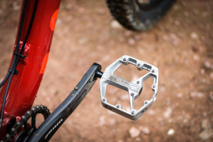 Crankbrothers Stamp 2 flat pedals small-2.jpg