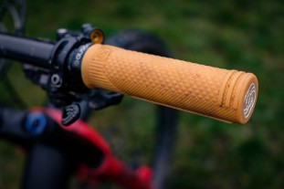 Gusset S2 Lock on grips-2.jpg