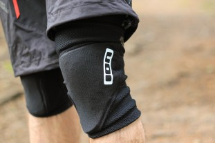 Ion K-Sleeve Knee Pads-1.jpg