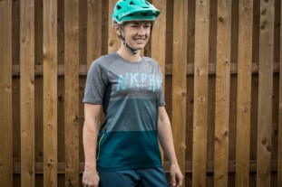 Nukeproof Blackline Womens Jersey-2.jpg