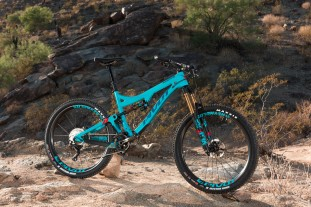 Pivot Factory Racing Team Mach 6 Carbon 3.jpg