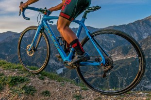 Stans-Grail-MK3_tubeless-aluminum-alloy-gravel-bike-road-bike-CX-cyclocross-rim-wheels_riding-gravel.jpg