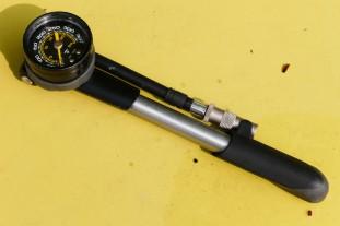Topeak-Pocketshock-DXG-shock-pump-review-100.jpg
