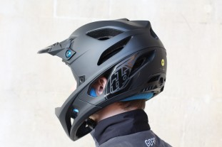 Troy-Lee-Designs-Stage-helmet-review-103.jpg