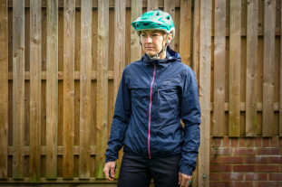 dhb women's lightweight packable MTB jacket-2.jpg