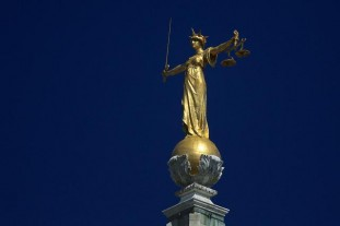 statue-justice-old-bailey