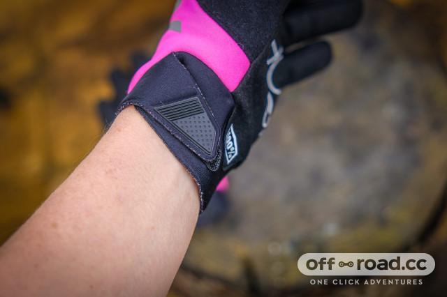 100% Brisker women's gloves-6.jpg