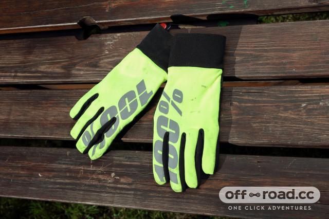 100% hydromatic waterproof glove flat.jpg