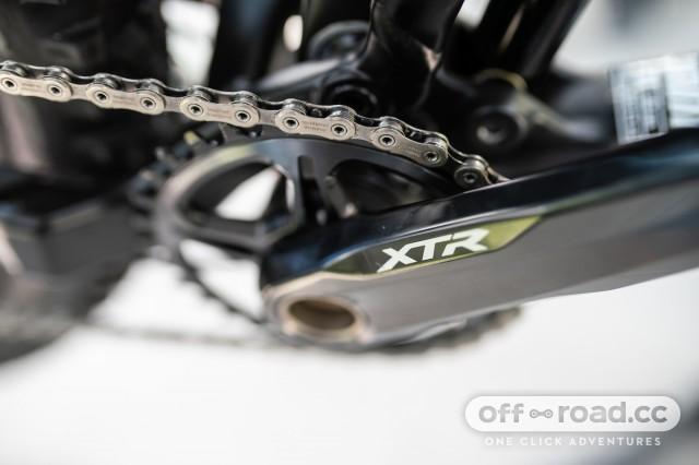2 Shimano XTR M9100 chain.jpg
