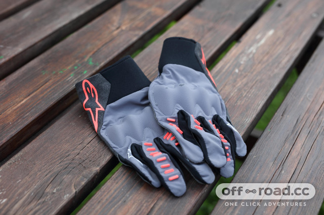 2020 Alpinestars techstar gloves  upper.jpg