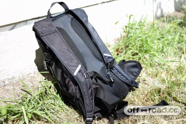 2020 Merida FIFTEEN II backpack base:back.jpg