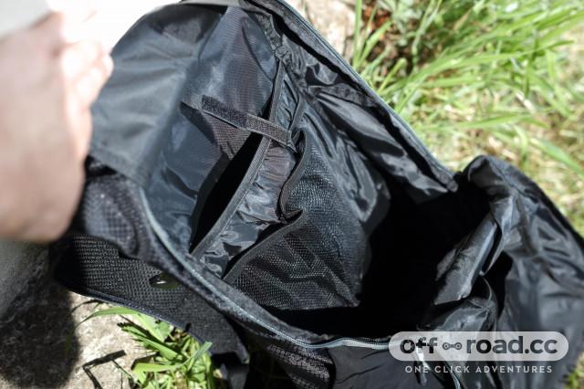 2020 Merida FIFTEEN II backpack interior.jpg