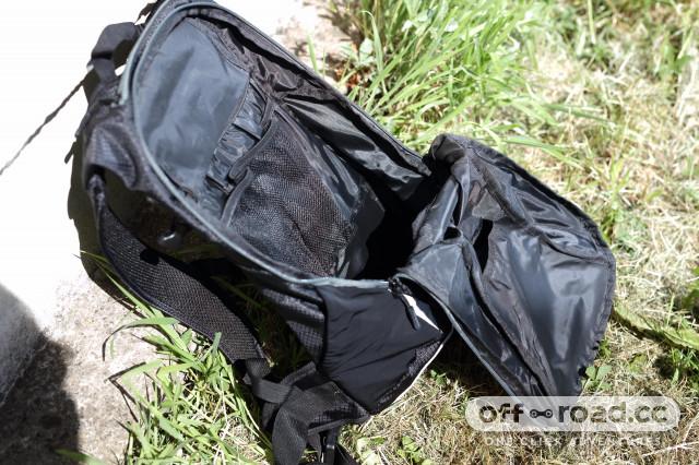 2020 Merida FIFTEEN II backpack open.jpg