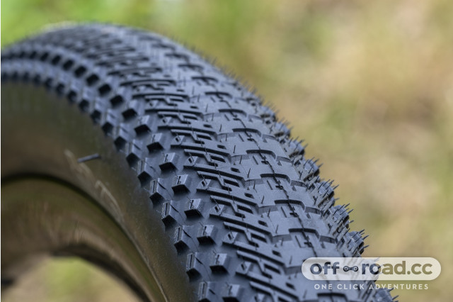 2020 halo-gravel-tyre-range-GXR-9 close.jpg