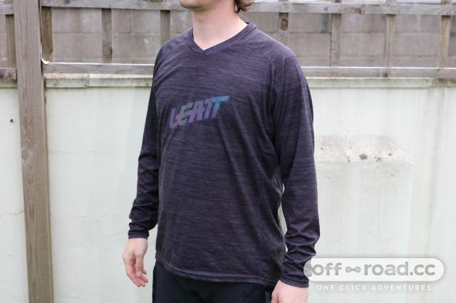 2020 leatt dbx 2.0 jersey.jpg