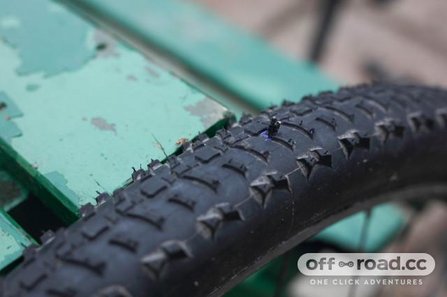 2020 ruzer tubless repair kit plug in tyre.jpg