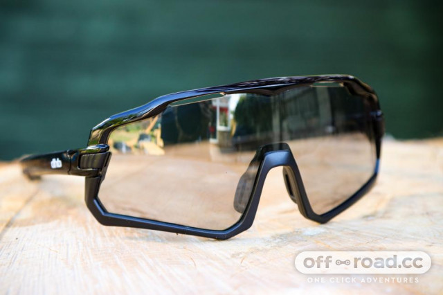 2020-dhb-vector-photochromatic-lense-sunglasses.jpg