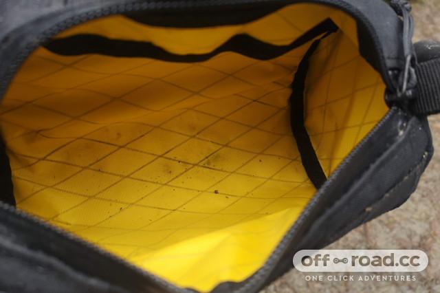 2021 Straight Cut Bagel Bar handlebag inside