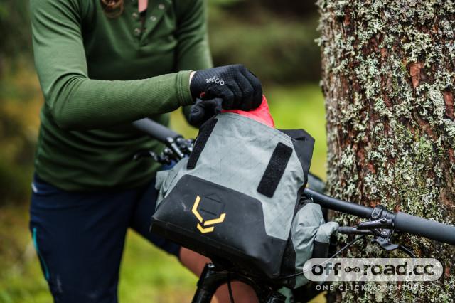 2021 apidura backcountry handlebar bag .jpg