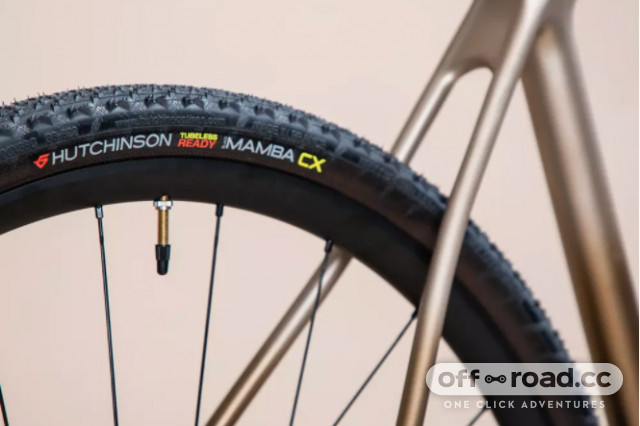 2021 decathalon edr cf grx rear tyre.jpg