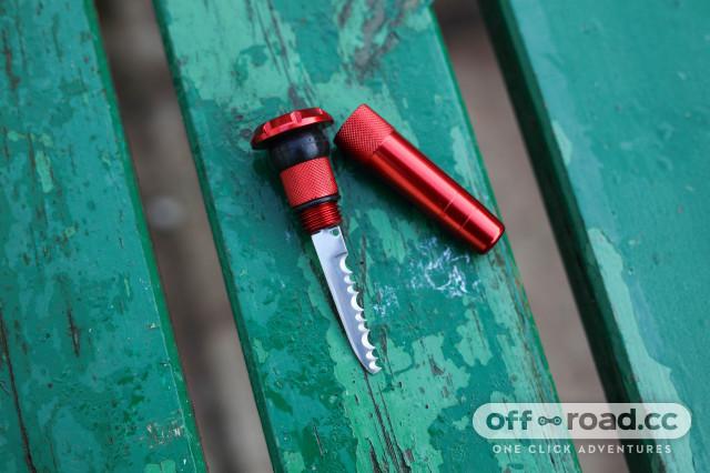 2021 muc off stealth tubeless puncture plug knife.jpg