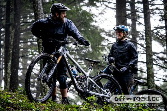 2021 pivot trail 429  lifestyle 1.jpg