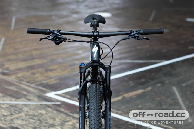2021 specialized epic comp first look handlebar.jpg