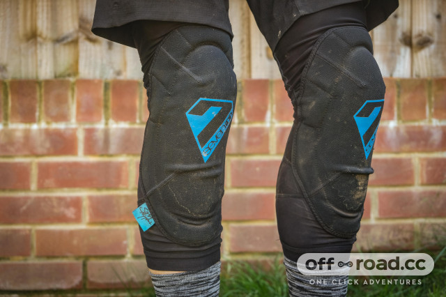 7 Protection 7iDP Sam Hill Knee pads-6.jpg
