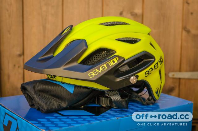 7iDP M2 helmet-2.jpg