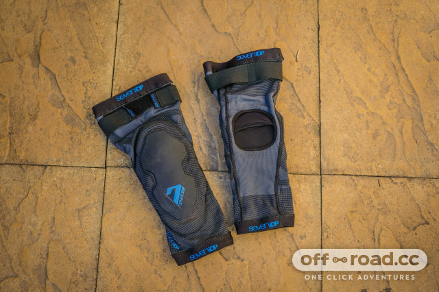 7iDP knee pads-1.jpg