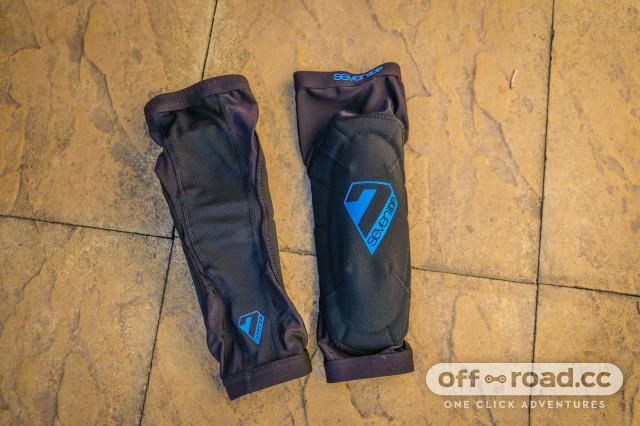 7iDP knee pads-3.jpg
