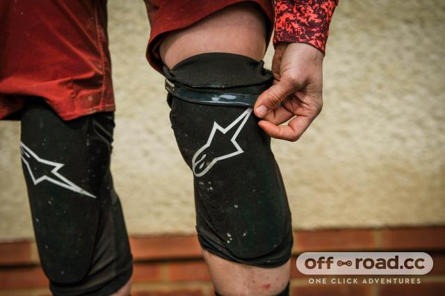 Alpinestars Paragon plus knee pads-15.jpg