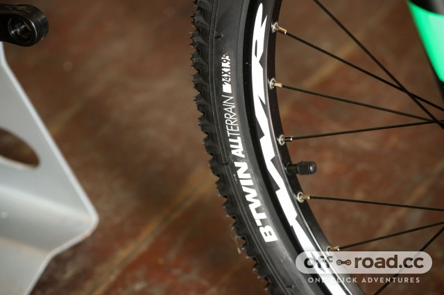 BTwin Rockrider 700 - tyre.jpg