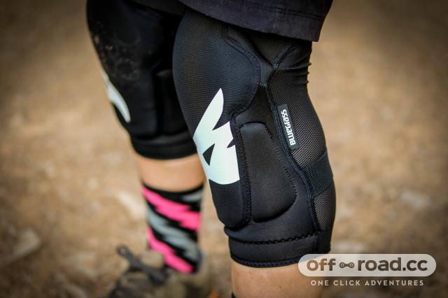 Bluegrass Solid knee pads-2.jpg