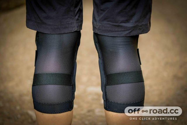 Bluegrass Solid knee pads-3.jpg
