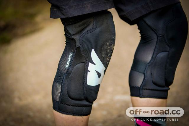 Bluegrass Solid knee pads-5.jpg