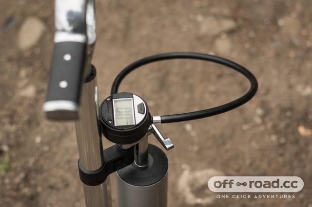 Crankbrothers Klic Digital Floor Pump and Burst Tank-7.jpg