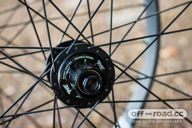 Crankbrothers Synthesis E11 Carbon Wheelset-7.jpg