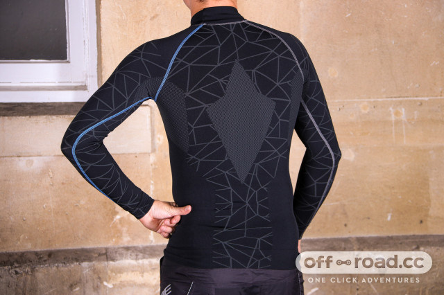Cube-Baselayer-Be-Warm-LS-review-103.jpg