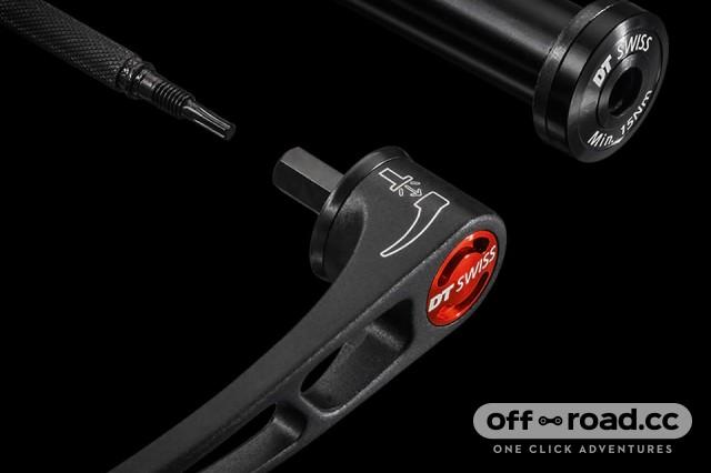 DT Swiss F535 Fork 5.jpg