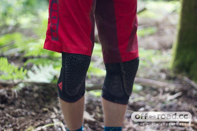 Dainese-Trail-Skins-2-kneepads-100.jpg