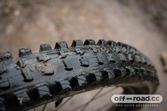 EThirteen TRS 2.35 tyre-4.jpg