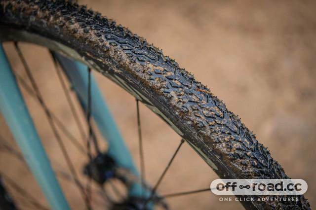 Giant Revolt 1 Tyres 2.jpg