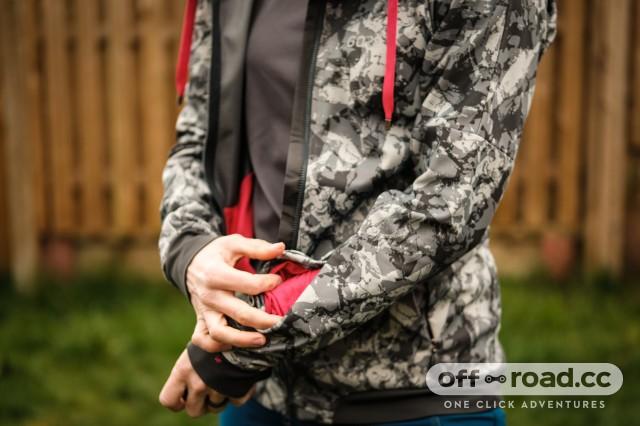 Gore C5 womens Windproof Camo hooded jacket-7.jpg