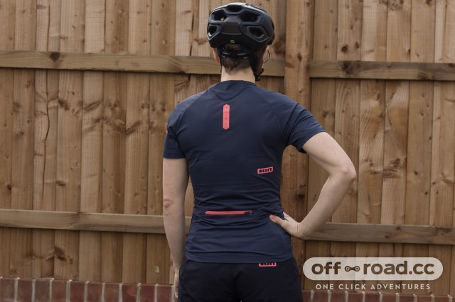 9c5091def ION Button Tee Traze Short Sleeved Women s Jersey Review